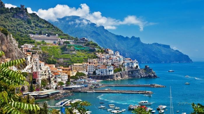 Amalfi Coast, Italy image source: charmingasiatours.com